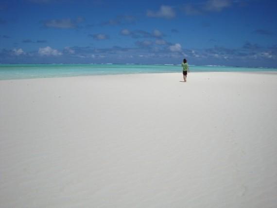 Simon on Honeymoon Island, Aitutaki