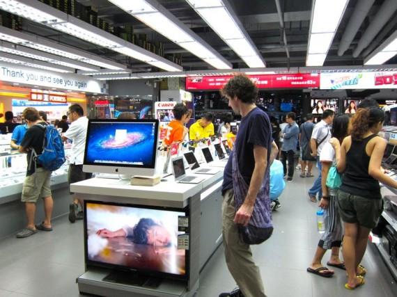 Macbook shopping in Mong Kok, Hong Kok