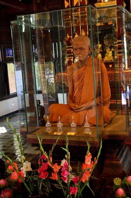 Wat Chedi Luang monk