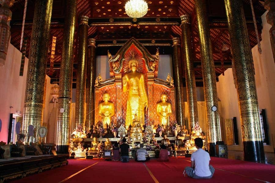 Wat Chedi Luang inside