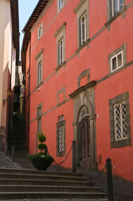 Barga pink house