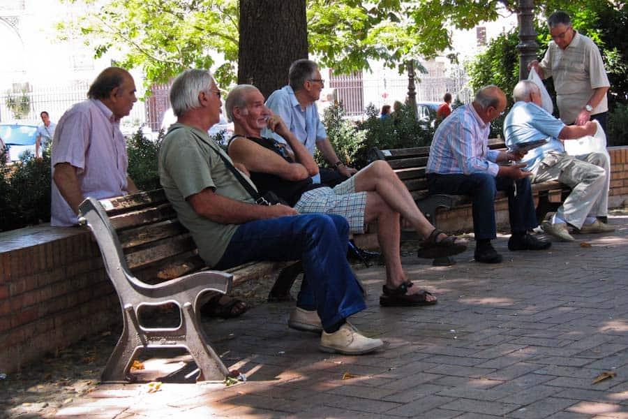 Men in piazza