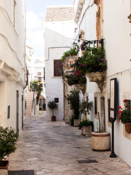 A quiet street in Locorotondo