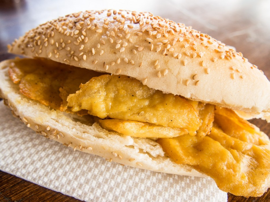 Pane con panelle, chickpea fritter sandwich