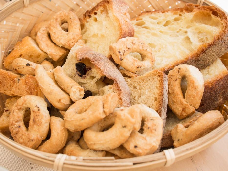 Bread basket with taralli
