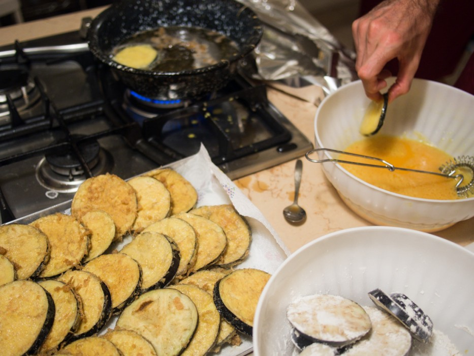Frying the aubergine for parmigiana