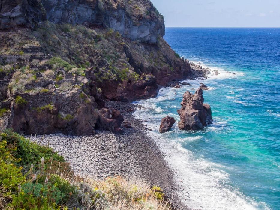 Malfa beach, Salina