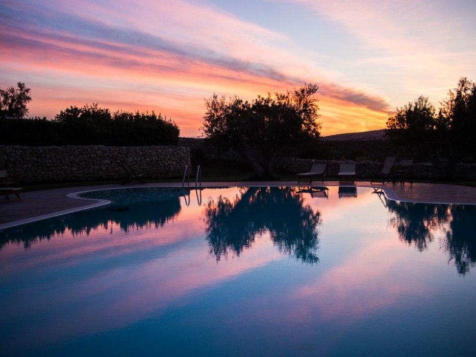 Masseria Lama di Luna infinity pool at sunset