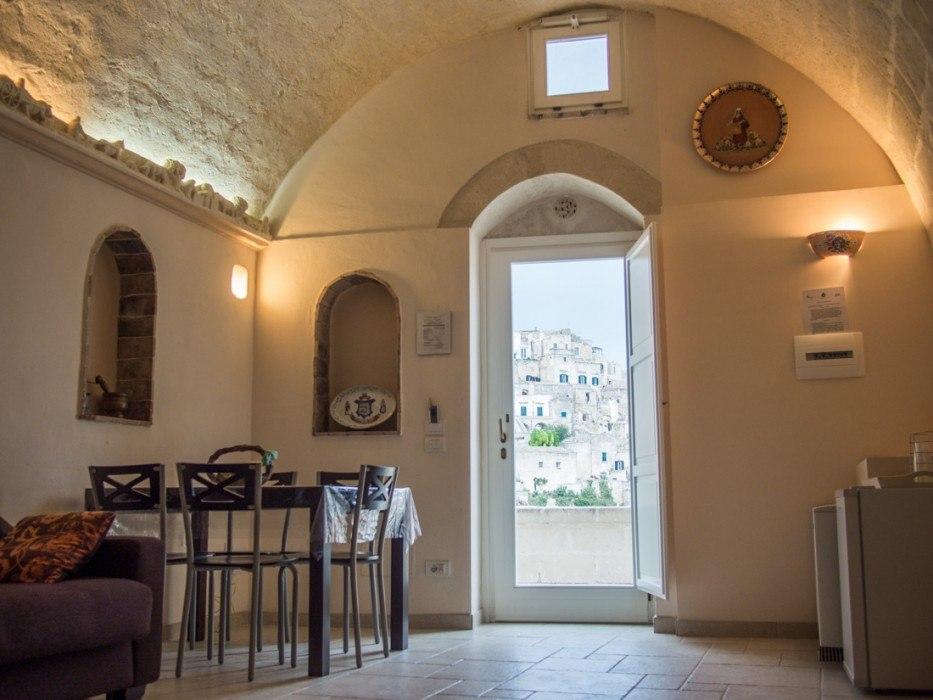 B&B La Corte dei Pastori review, a cave hotel in Matera, Italy