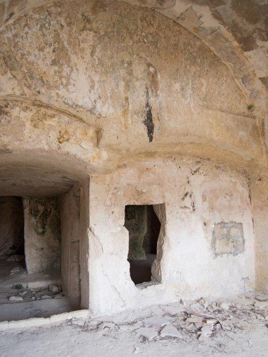 Uninhabited caves in Sasso Caveoso