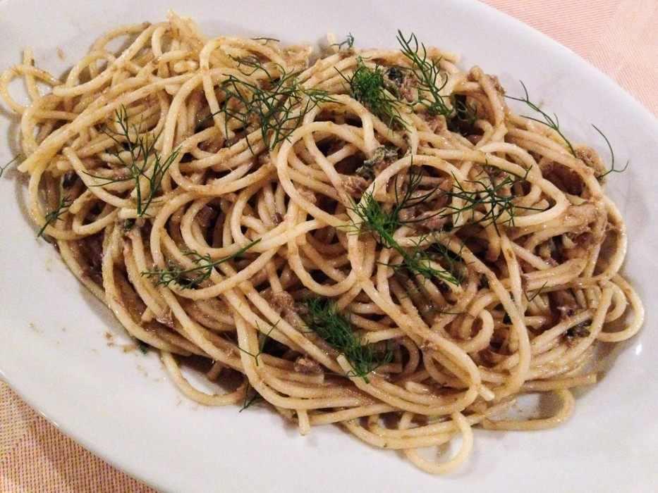 Spaghetti with a pesto-like sauce of capers, mint, parsley, and pecorino at A'Lumeredda, Malfa