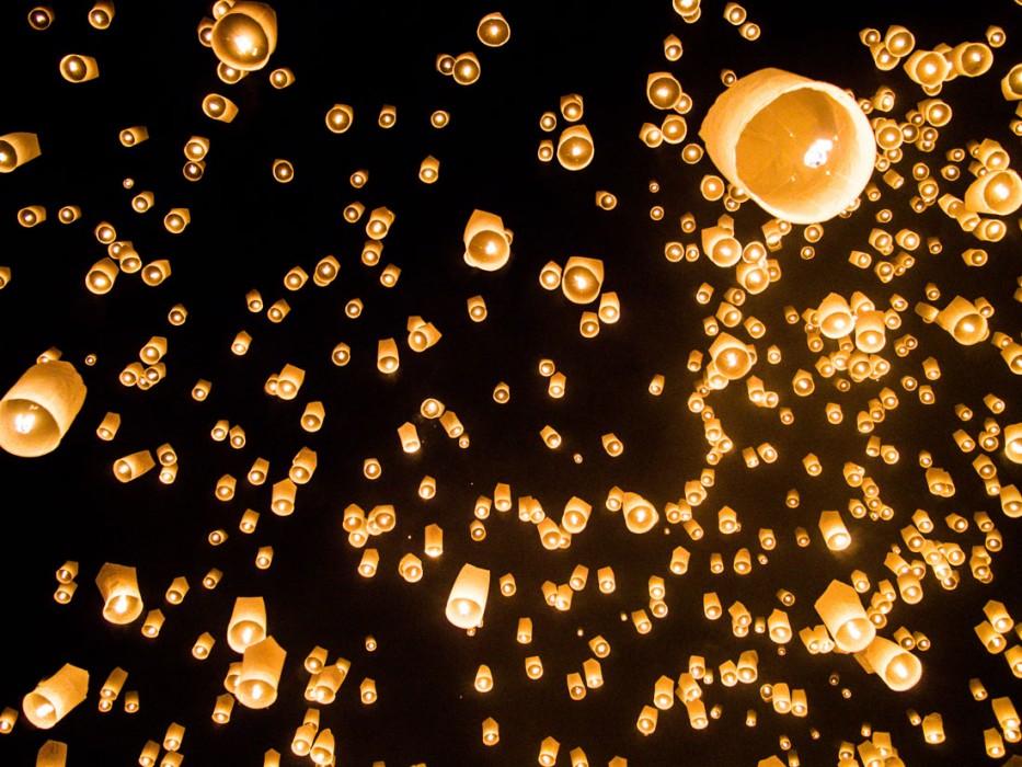 Mass lantern release during Yi Peng, Chiang Mai