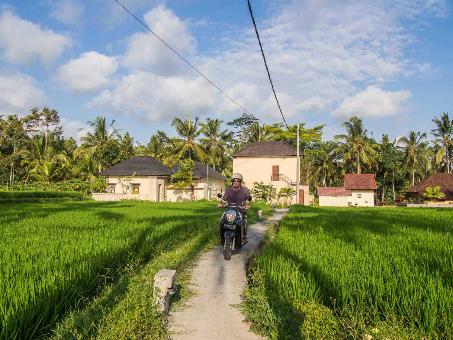How to rent a house in Ubud, Bali - the path to our house