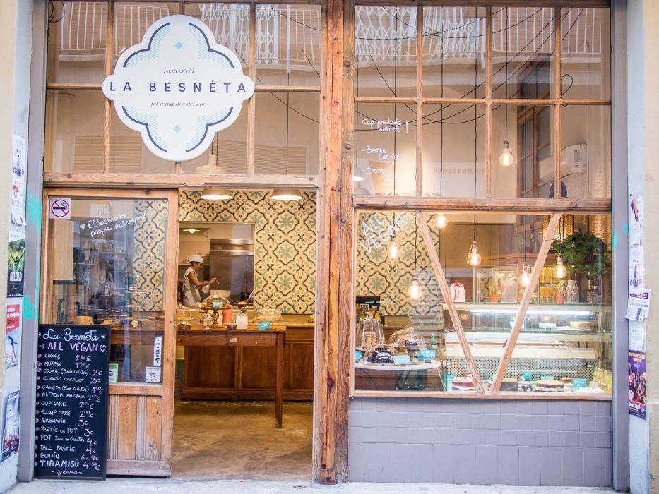 Vegan bakery La Besneta in Gracia, Barcelona