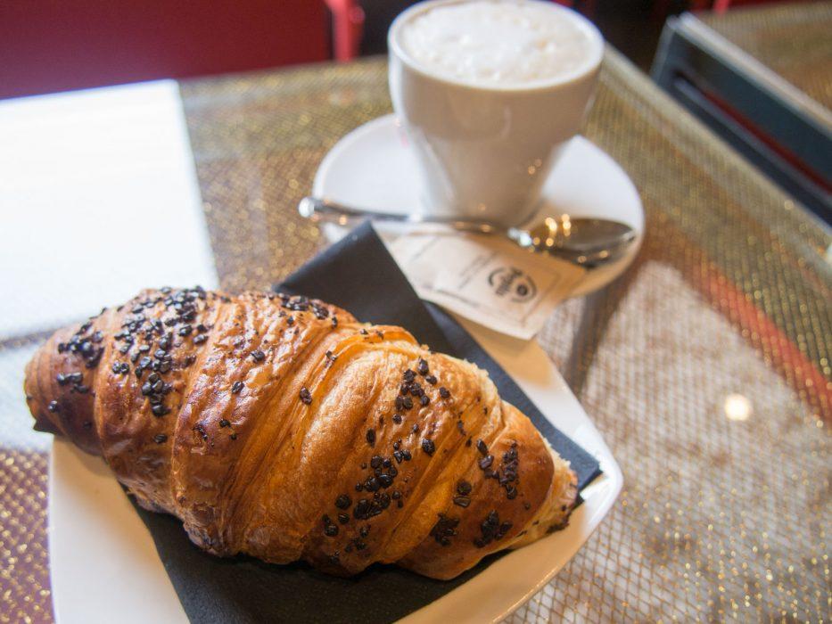 Varenna restaurants: Ill Binario brioche and cappuccino