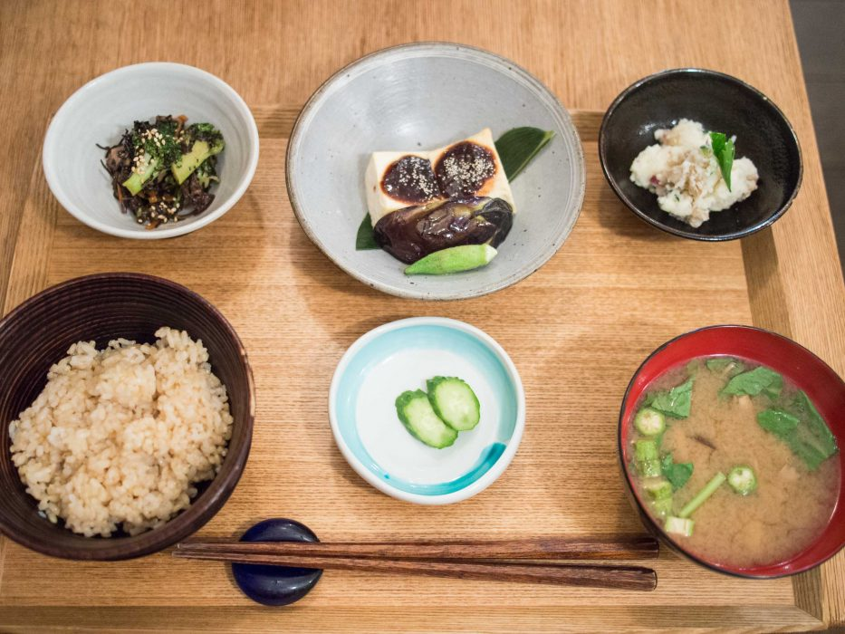 Seasonal set lunch with grilled tofu at Brown Rice Cafe, ideal for vegans in Tokyo