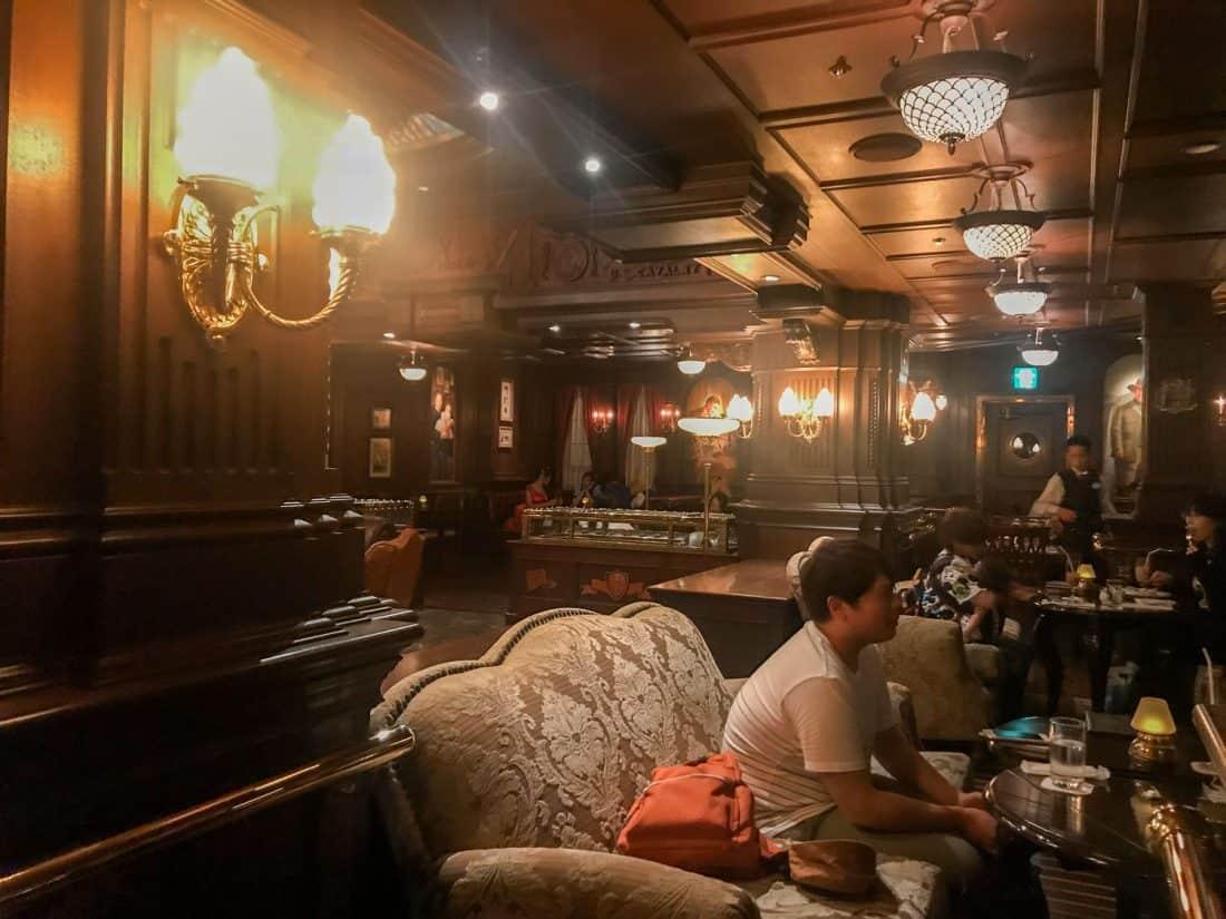 The Teddy Roosevelt Lounge, the best Tokyo Disneysea bar