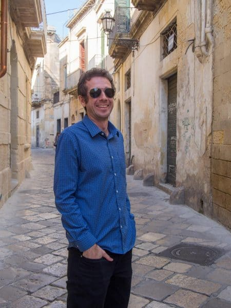 Simon in Lecce in the Bluffworks Meridian shirt