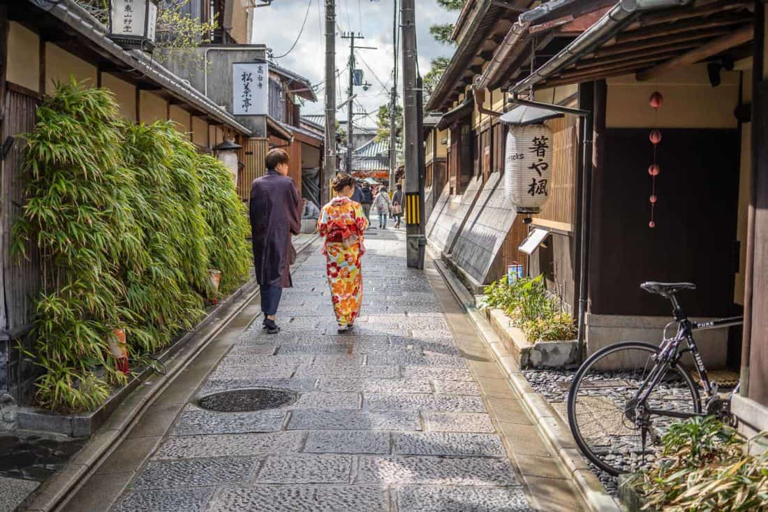 Tourists wearing kimono on the streets of Higashiyama in Kyoto, one of the top Japan activities