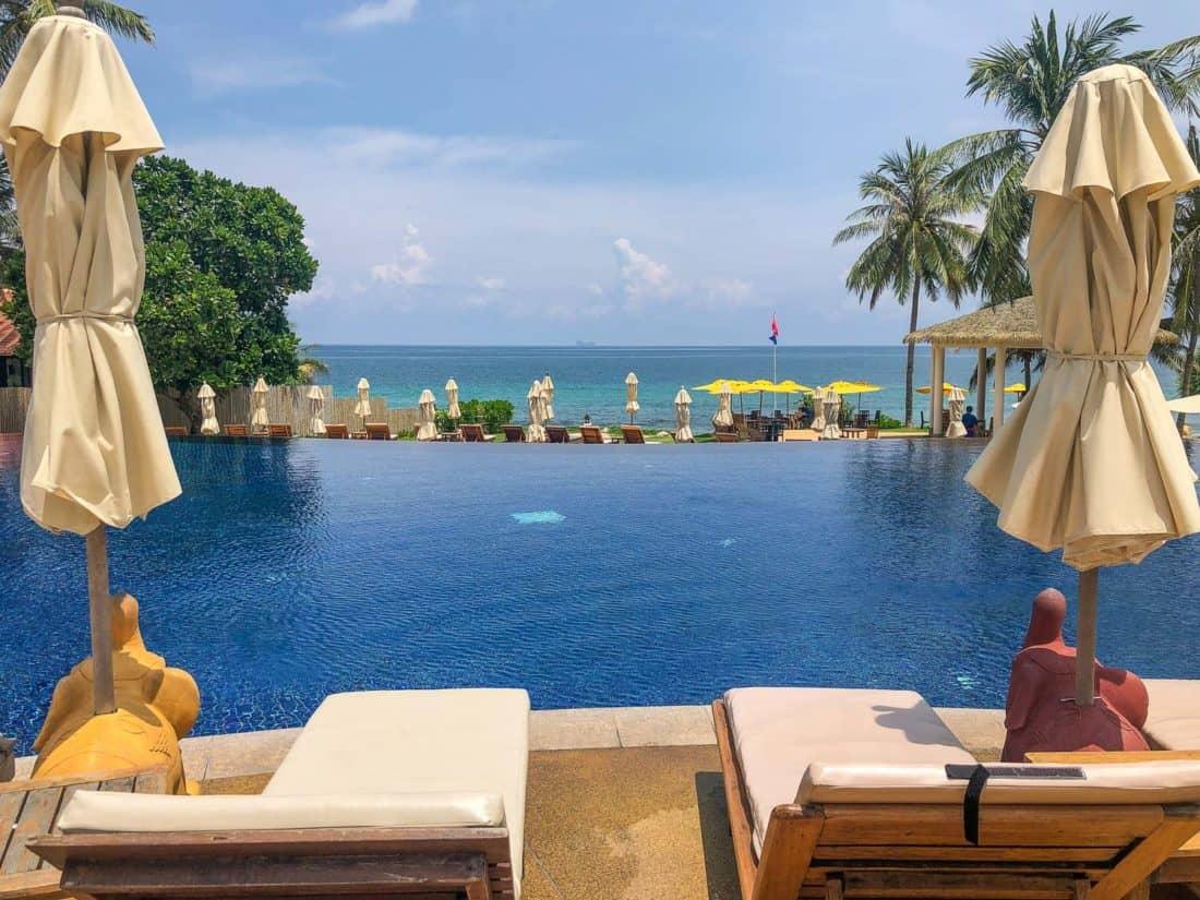 Infinity pool overlooking the sea at Rawi Warin Resort on Koh Lanta