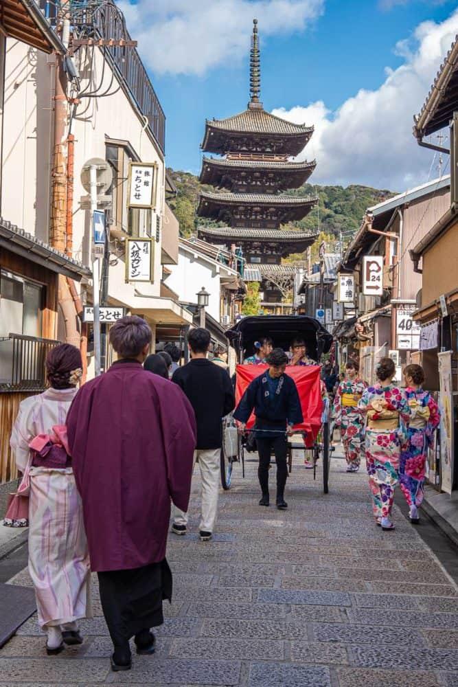 Tourists in kimono and a rickshaw on Yasaka-dori, Kyoto