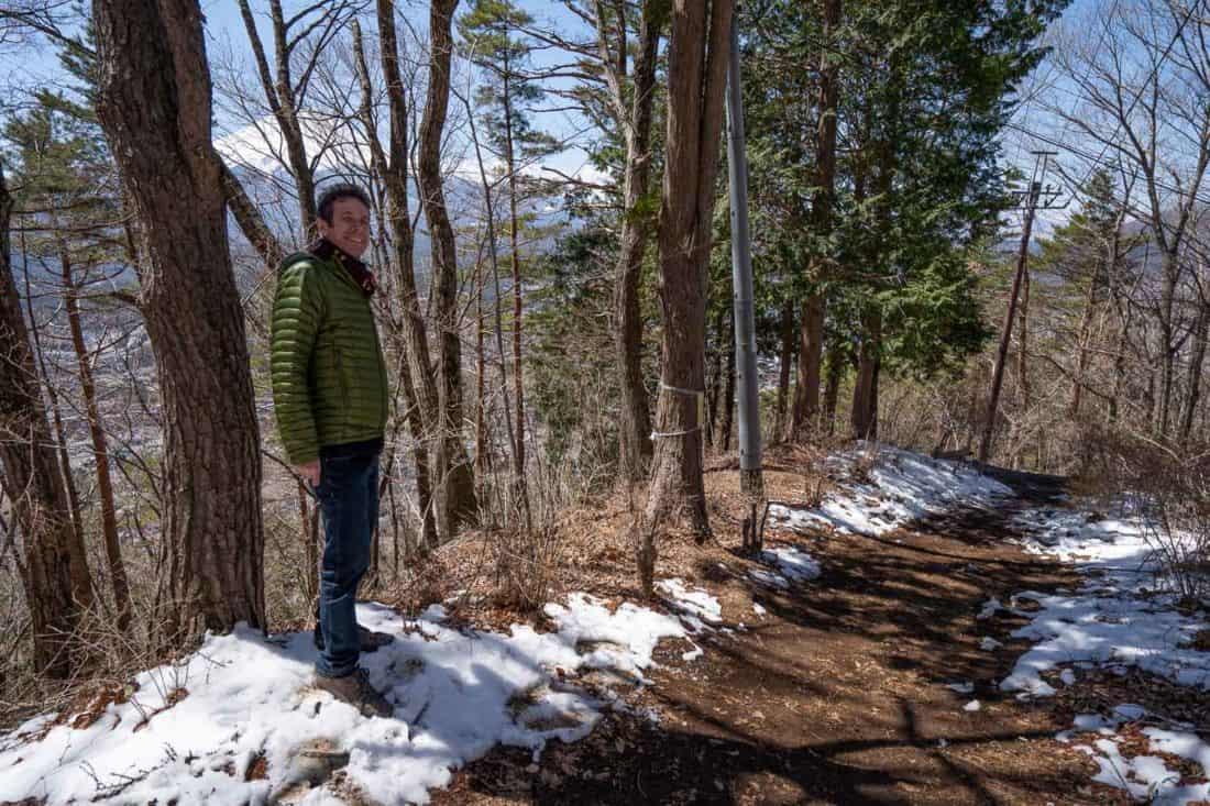 Snowy trail down from the Kawaguchiko Ropeway