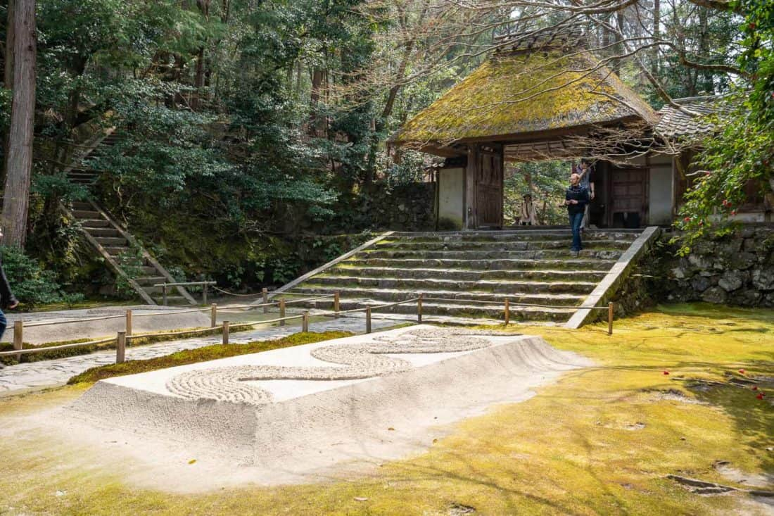 The mossy entrance gate of Honen-in one of the best quiet Kyoto temples